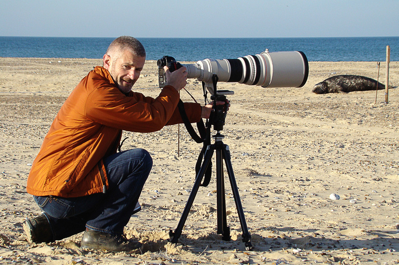 Alistair Grant photographing Grey Seals on the National Trust's Blakeney Point, North Norfolk by bokeh photographic (Alistair Grant) Freelance Photography Cambridge.