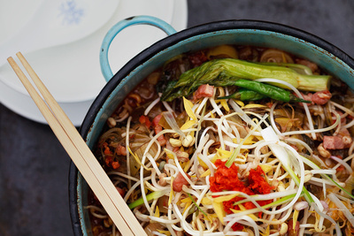 Food Photography Portfolio – Beansprout Stir Fry with Chopsticks. © bokeh photographic (Alistair Grant): Food Photographer, St Ives, Cambridge.