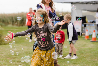 2016 Aldeburgh Food & Drink Festival: Bubble Fun. © bokeh photographic (Alistair Grant): Freelance Photographer Cambridge.