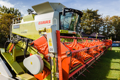 Claas 770 Lexion Combine Harvester. © bokeh photographic (Alistair Grant): Food & Drink Photographer, St Ives, Cambridge.