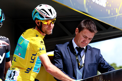 Vincenzo Nibali in Maillot Jaune. © bokeh photographic (Alistair Grant): Professional Photographer: Cambridgeshire, Bedfordshire, Northamptonshire, Norfolk, Suffolk, Essex & Hertfordshire.